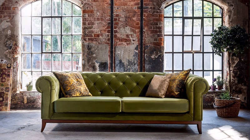 VICTORIA CHESTER TRIPLE SEAT SOFA