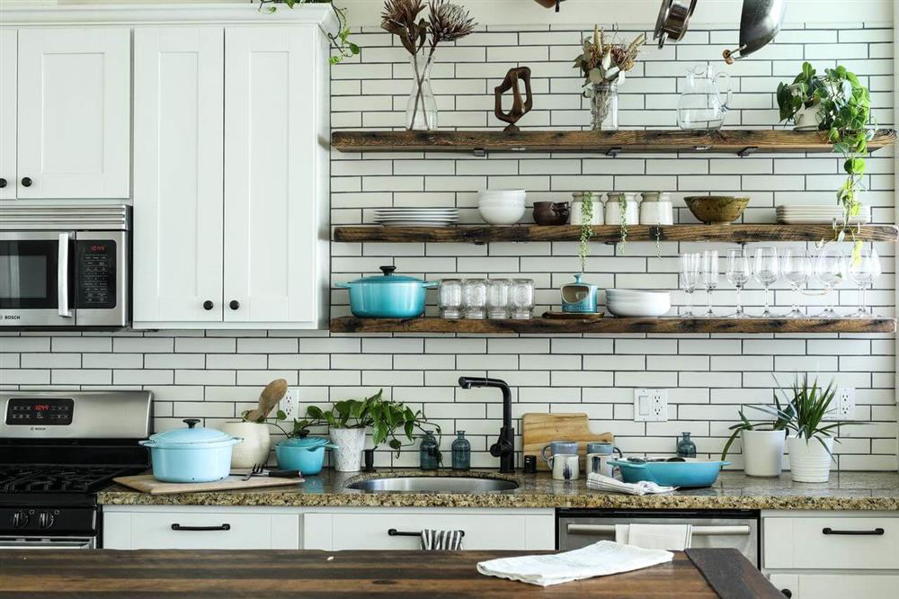 kitchen that has an open shelves